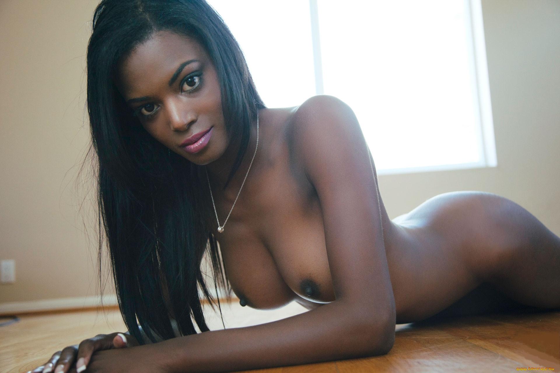 Nude Black Grils